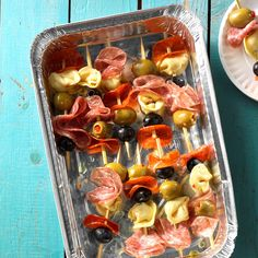 Antipasto Kabobs Recipe -My husband and I met at a cooking class and have loved creating menus and entertaining ever since. These do-ahead appetizers are always a hit. Easy Tailgate Food, Tailgating Recipes, Potluck Recipes, Cooking Recipes, Potluck Ideas, Dishes Recipes, Party Recipes, Dinner Ideas, Make Ahead Appetizers
