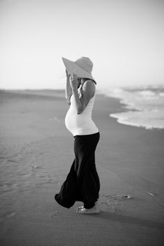 Maternity beach photo...i so want to having a photo taken like this