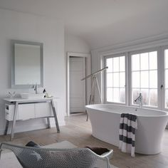 America's renowned beach retreat, Cape Cod, inspired French designer Philippe Starck's latest bathroom collection. Aptly tilted Cape Cod, the new range for DURAVIT reinvents the bathroom, removing the barriers between nature and… Philippe Starck, Duravit, Bad Inspiration, Bathroom Inspiration, Minimalist Bathroom, Modern Bathroom, Tranquil Bathroom, Bathroom Trends, Bathroom Ideas