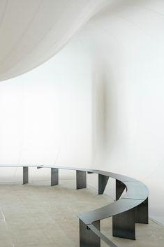 Image 10 of 57 from gallery of Ode to Osaka / Manthey Kula. Photograph by Manthey Kula Minimalist Interior, Minimalist Design, Design Oriental, Dark Interiors, Space Architecture, Interior Inspiration, Furniture Design, House Design, Interior Design