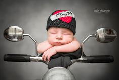 Baltimore newborn portraits by Leah Rhianne Photography. Baby Baltimore newborn p