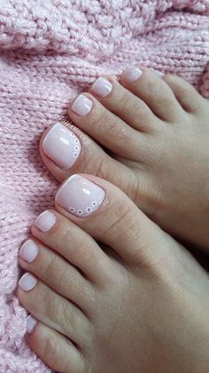 39 Modelos de Unhas Francesinhas com Flores French Pedicure, Pedicure Nail Art, Pedicure Designs, French Tip Nails, Toe Nail Designs, Toe Nail Art, Flower Toe Designs, Pedicure Ideas, Pretty Toe Nails