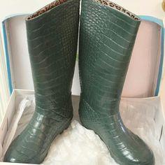 KHOMBU RAIN BOOTS BRAND NEW in the box size 10 Khombu rain boots Shoes