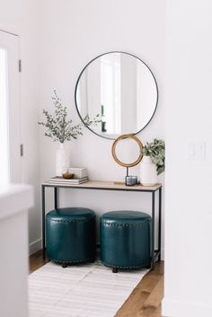 Check this, you can find inspiring Photos Best Entry table ideas. of entry table Decor and Mirror ideas as for Modern, Small, Round, Wedding and Christmas. Oversized Round Mirror, Black Round Mirror, Round Mirrors, Oversized Chair, Entryway Mirror, Entryway Decor, Entryway Ideas, Modern Entryway, Entryway Lighting