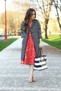 The key to mixing prints? Keep one color consistent throughout your look. Via Corilynn & Co. Learn how to dress you body shape and elevate your style while helping women in need at Styletruist.com!