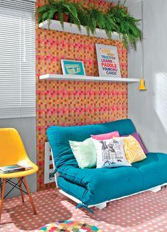 para uma das paredes o papel e as prateleiras... de preferência a parede que vai esse modelo de sofá cama