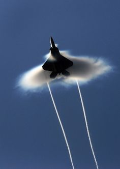 F-22 Raptor Supersonic | Supersonic flyby: A U.S. Air Force F-22 Raptor breaks the speed of ...