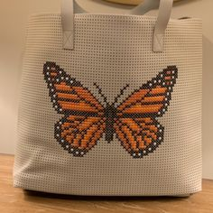 [FO] Are we sick of Target bag posts yet? (monarch butterfly on gray tote) - CrossStitch Cross Stitch Designs, Cross Stitch Patterns, Crochet Patterns, Sewing Patterns, Butterfly Bags, Monarch Butterfly, Cross Stitching, Cross Stitch Embroidery, Hand Embroidery