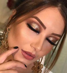 maquiagem sombra dourada Huda Beauty, Beauty Makeup, Eye Makeup, How To Make Hair, Make Up, Makeup Forever, Trendy Hairstyles, Insta Makeup, Makeup Junkie