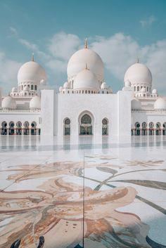 Architecture Antique, Mosque Architecture, Classical Architecture, Architecture Design, Architecture Sketches, Architecture Wallpaper, Abu Dhabi, Mecca Wallpaper, Islamic Wallpaper