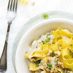 Den här goda pastarätten gör sig fint i sig själv, men passar även utmärkt med både kött och fisk.