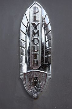 Vintage Cars Plymouth - Yes, the photographer is reflected. Car Badges, Car Logos, Auto Logos, Logo Autos, Dodge, Car Hood Ornaments, Plymouth Cars, Radiator Cap, Deco Retro