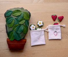 Strawberry Counting and Sorting Toy by Aly Parrott on Etsy. Strawberry Crafts, Strawberry Plant, Strawberry Fields, Sewing For Kids, Sewing Ideas, Bush, Sorting Activities, Fabric Toys, Montessori Toys
