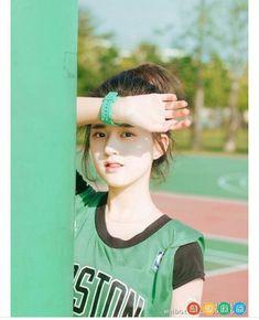 cute Korean Girl Photo, Cute Korean Girl, Beautiful Chinese Girl, Cute Japanese Girl, Uzzlang Girl, Girl Face, Girl Photo Poses, Girl Poses, Cute Baby Pictures