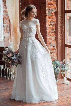 Wedding dress LORA / A-line wedding dress boned open back