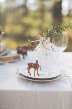 Gorgeous place setting with a paper doily and a cute little deer as decorations #wedding #woodland #rustic #vintage #diywedding