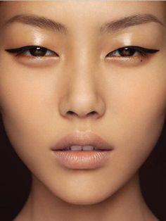 glossy eyelids | makeup