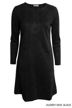 Audrey Skin Black von KD Klaus Dilkrath #audrey #kdklausdilkrath #black #black #party #kd12 #kd #november#kdklausdilkrath #kd #dilkrath #kd12 #outfit