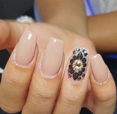 Cute nail art on accent finger with nude polish  ideas de unas