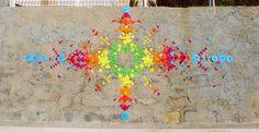 My Style Influencer a eu un réel coup de coeur pour le travail de Mademoiselle Maurice, une artiste française qui séduit avec ses créations colorées. Je vous laisse découvrir et apprécier son street art poétique réalisé avec des centaines d'origamis colorés collés sur les murs de plusieurs villes comme Paris, Angers ou dans les rues de Hong-Kong et dans la ville de Huê au Vietnam.