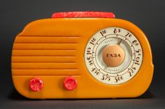 Fada 700 'Cloud' Catalin Radio in Butterscotch with Red Radio Activity, Eugene Atget, Retro Radios, Antique Radio, Record Players, Old Phone, Televisions, Modern Love, Phonograph