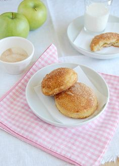 Baked apple and maple doughnuts