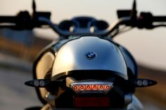 The BMW R nineT marks the 90 years of BMW Motorrad. The classic roadster bike radiates purism and power in undisguised form. Motorcycle Gear, Bicycle Helmet, Bmw Latest Model, Nine T Bmw, Diesel, Bmw Boxer, New Bmw, Bmw Motorcycles, Street Bikes