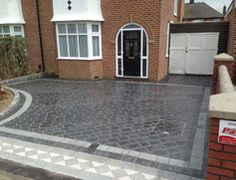 Low maintance driveway split stone driveway. A stylish driveway which really enhances the property, the colour choice and patio design match the enterance to the home. What is truely great about this driveway design is just how low maintenance it truly by using Driveys Split Stone with a Drivesett Argent border it allows for a user to simply Extended driveway using a combination of Drivesys Split Stone and Drivesett Argent. Coach House copings and caps also used.