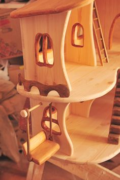 Home Projects, Projects To Try, Wooden Dollhouse, Woodworking Workshop, Scroll Saw, Miniture Things, Doll Furniture, Doll Houses, Wood Carving