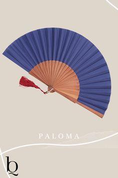 Sag Hallo zu Paloma in dunkelblau. Dieser wunderschöne in Spanien gefertigte Fächer ist ein toller Akzent auf deiner Hochzeit oder in deinem Sommerurlaub. Schau gleich in den Shop. Es gibt auch weitere Farben und Modelle. Die Quaste kannst du ganz nach deinem Geschmack dazu wählen Fächerliebe, such dir jetzt dein Accessoire aus - auch als Geschenk:  #handfan #spanischemode #madeinspain #mode2020 #boholove #bohemiansoul Boho Online Shop, Boho Outfits, Fashion Outfits, Boho Mode, Bohemian Soul, Mode Inspiration, Hand Fan, Diy, Clothing