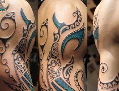 Tatouage requin marquisien samoan bleu lagon