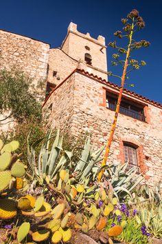 Cactus and typical building in Eus, Pyrénées-Orientales, France Entrance Decor, House Entrance, Beaux Villages, France, Facade, Cactus, Succulents, Stone, Building