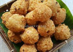 Bakso goreng Pork Recipes, Fish Recipes, Asian Recipes, Snack Recipes, Cooking Recipes, Snacks, Indonesian Desserts, Indonesian Cuisine, Indonesian Recipes