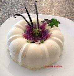 La bavarese alla vaniglia è un dolce dal sapore delicato. La sua decorazione consente di sbizzarrire al meglio la propria fantasia. Mini Desserts, Delicious Desserts, Dessert Recipes, Mini Cakes, Cupcake Cakes, Sweets Cake, Pastry Shop, Pastry Cake, Creative Cakes