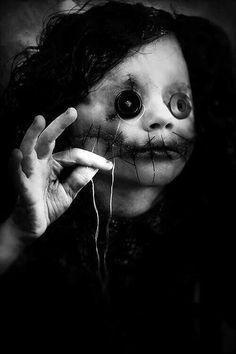 Women of Horror and Violence Creepy Art, Creepy Dolls, Scary, Creepy Stuff, Arte Horror, Horror Art, Horror Movies, Dark Images, Creepy Pictures