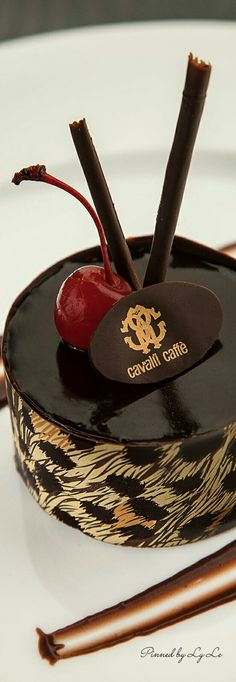 Chocolate Delight, Chocolate Shop, Chocolate Factory, Chocolate Art, Haute Cakes, Romantic Table, Ps I Love, Black Tie Affair, Cupcake Cookies