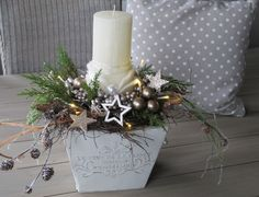 Christmas Advent Wreath, Christmas Mood, Rustic Christmas, Christmas Flower Arrangements, Christmas Centerpieces, Christmas Decorations, Diy And Crafts, Christmas Crafts, Christmas Illustration
