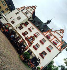 Passeando pelo Marktplatz em #darmstadt #viagemjovem #marktplatz 🇩🇪 Times Square, Travel, Road Maps, Destinations, Darmstadt, Viajes, Traveling, Trips