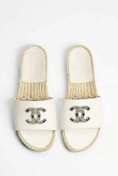 9 Crazy Tricks Can Change Your Life: Chanelshoes Chanel Shoes valentino shoes ta. Coco Chanel, Chanel Mules, Chanel Espadrilles, Chanel Sandals, Mens Fashion Shoes, Sneakers Fashion, Women's Fashion, Shoes Valentino, Shoe Sites