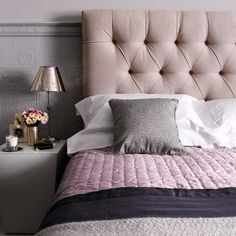 Great DIY headboard ideas can completely transform the look and feel of your bedroom! If you don't believe us, just check out the 79 creative designs, small or big, unique features for decor Cozy Bedroom, Dream Bedroom, Master Bedroom, Bedroom Decor, Bedroom Ideas, Casa Feng Shui, Salons Cosy, Tufted Bed, Tufted Headboards