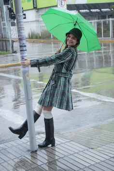 black short, plaid trench, water boots, rainy days, dias lluviosos, look dia lluvioso, botas de agua