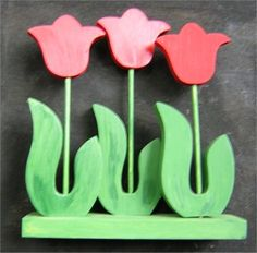 Free scroll pattern for tulips. Woodworking Patterns, Woodworking Crafts, Wood Craft Patterns, Scroll Pattern, Wooden Flowers, Flower Template, Wood Creations, Wood Working For Beginners, Wooden Crafts