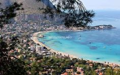 Making a quick trip to Palermo? Here are some of our favorite suggestions that will allow you to experience Palermo in a short amount of time. Beautiful Places To Visit, Places To See, Beau Site, Snorkel, Site Archéologique, Best Of Italy, Belle Villa, Sicily Italy, Beach Tops
