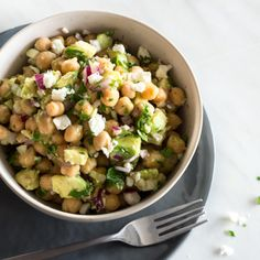 Schneller Avocado-Kirchererbsen-Salat_featured (Vegan Bbq)