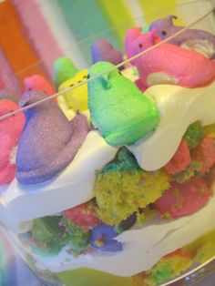 Rainbow Peeps Trifle - Easter Dessert I would use Mini Eggs or something else on top - super cute though! Holiday Desserts, Holiday Treats, Just Desserts, Holiday Recipes, Delicious Desserts, Dessert Recipes, Holiday Foods, Impressive Desserts, Easter Desserts