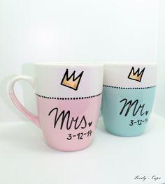 Hochzeit Tassen-Set das Hochzeitsgeschenk MRS & MR Cups mit goldener Krone.... von ♥Lovely-Cups♥  auf DaWanda.com