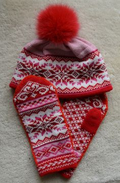 NORWEGIAN Scandinavian Hand Crafted 100% wool HAT and MITTENS set, M / L, folk art, snowflake. $50.00, via Etsy.