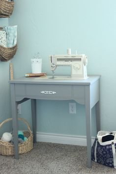 Painted Sewing Machine Table - The Wood Grain Cottage Sewing Desk, Sewing Cabinet, Sewing Rooms, Sewing Spaces, Sewing Machine Tables, Old Sewing Machines, Sewing Tables, Sewing Room Design, Sewing Studio