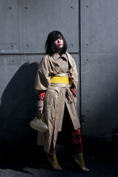 mitasu+ HINAYA KYOTO Japanese Yukata, Japanese Outfits, Japanese Fashion, Japanese Style, Modern Street Style, Street Style Looks, Tokyo Fashion, Kimono Fashion, Look Fashion