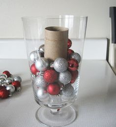 "22 Holiday Decor Hacks That'll Make You Say ""Why Didn't I Know About These Sooner?"" 22 Holiday Decor Hacks That'll Make You Say ""Why Didn't I Know About These Sooner?"" 22 Holiday Decor Hacks That'll Make You Say ""Why Didn't I Know About These Sooner? Christmas Hacks, Noel Christmas, Primitive Christmas, All Things Christmas, Winter Christmas, Christmas Ornaments, Christmas Projects, Christmas Music, Snowflake Ornaments"